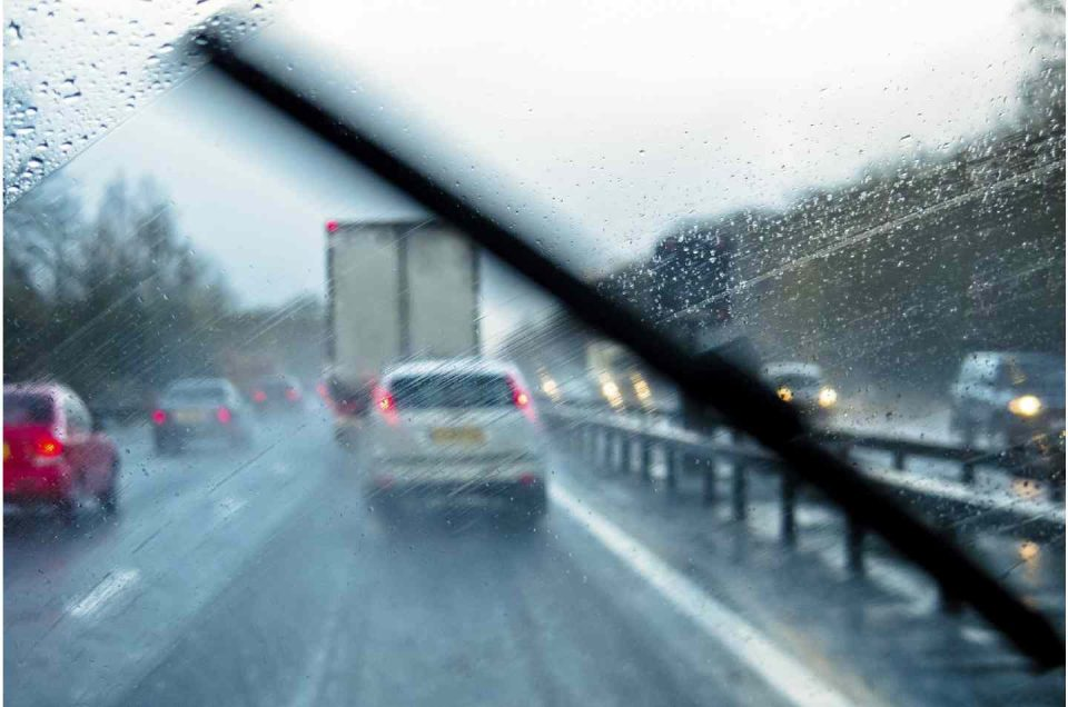 رانندگی در هوای بارانی