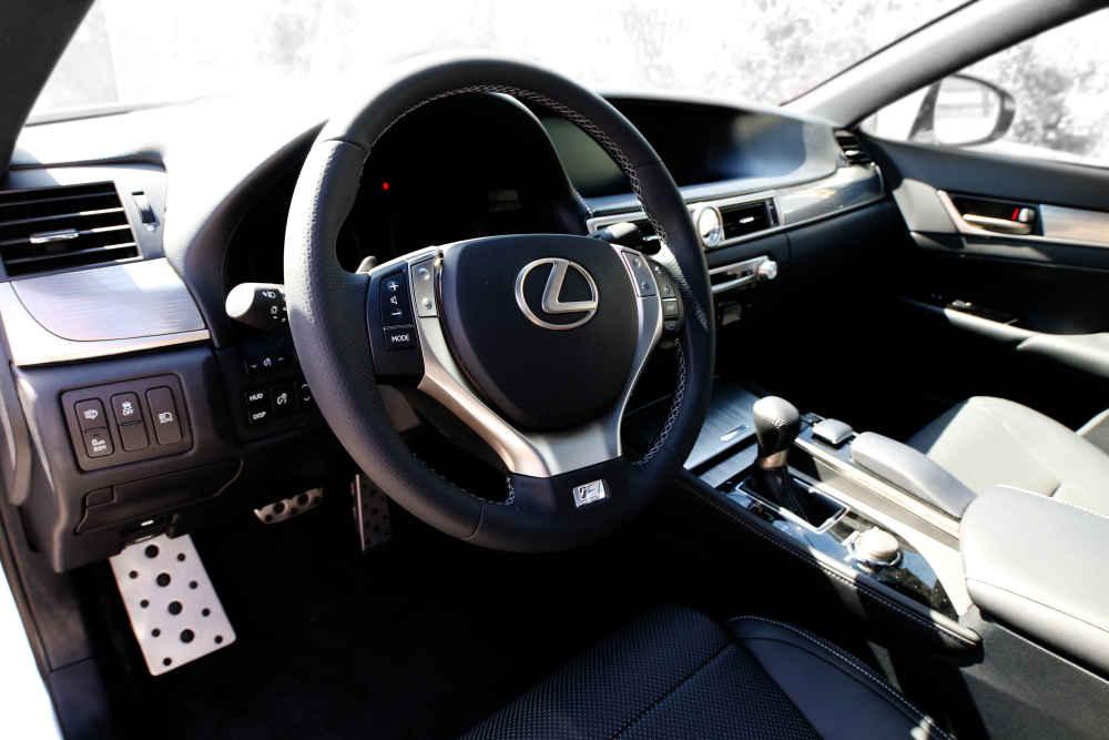 لکسوس GS250 - اجاره خودرو در اصفهان